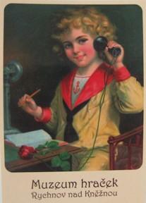 Kluk s telefone